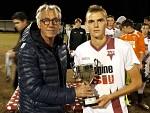 Consegna Coppa a Muccioli (Capitano Tau Calcio Altopascio)