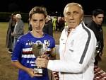 Consegna Coppa a Mauriello (Capitano Forte dei Marmi 2015)